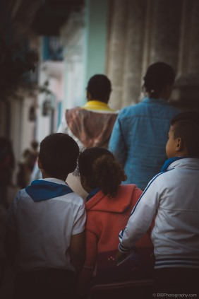 Young kid are exchanging a secrets on their way back home - La Havane, Cuba